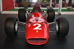 MUGELLO, IT, Październik, 2017: Rocznik Ferrari F1 312 1967 Lorenzo Bandini i Chris Amon przy padoku przedstawieniem Ferrari rocz Obraz Stock