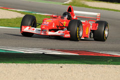MUGELLO, service informatique, novembre 2013 : l'inconnu fonctionnent avec Ferrari F1 pendant le Finali Mondiali Ferrari 2013 dan Photo stock