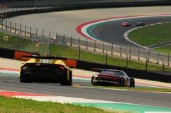 Mugello strömkrets, Italien - 6 Oktober, 2017: Lamborghini Huracan av Petri Corse Motorsport Team som är drivande vid Baruch Bar  Royaltyfri Bild