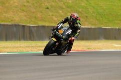 MUGELLO-STRÖMKRETS - JULI 13: Andrea Dovizioso av det monsterYamaha laget som springer på Qualify perioden av den MotoGP granda p royaltyfria foton