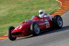 MUGELLO, a TI, em novembro de 2007: O desconhecido corre com os anos 50 históricos Ferrari F1 durante Finali Mondiali Ferrari 200 Imagens de Stock