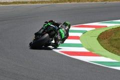 MUGELLO - WŁOCHY, CZERWIEC 3: Francja Yamaha techniki 3 jeździec Johann Zarco przy 2017 Oakley MotoGP GP Włochy zdjęcia royalty free