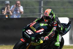 MUGELLO - WŁOCHY, CZERWIEC 3: Francja Yamaha techniki 3 jeździec Johann Zarco przy 2017 Oakley MotoGP GP Włochy fotografia royalty free