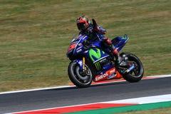 MUGELLO - WŁOCHY, CZERWIEC 3: Hiszpańszczyzny Yamaha jeźdza indywidualista Vinales podczas kwalifikować 2017 MotoGP OAKLEY GP Wło Zdjęcia Royalty Free