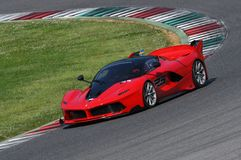 MUGELLO WŁOCHY, Kwiecień, - 12, 2017: Niewiadome przejażdżki Ferrari FXX K podczas XX Programują Ferrari Bieżni dni w Mugello obw Zdjęcia Royalty Free