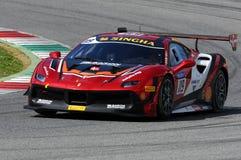 MUGELLO, WŁOCHY - 23 Marzec 2018: Na Nielsen przejażdżki Ferrari 488 wyzwanie podczas praktyki sesi Round -1 Ferrari wyzwanie Zdjęcie Stock