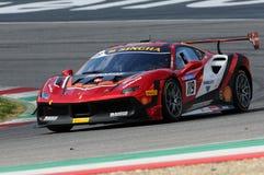 MUGELLO, WŁOCHY - 23 Marzec 2018: Na Nielsen przejażdżki Ferrari 488 wyzwanie podczas praktyki sesi Round -1 Ferrari wyzwanie Zdjęcia Royalty Free
