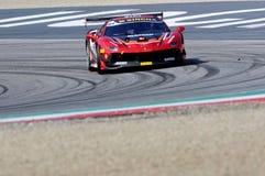 MUGELLO, WŁOCHY - 23 Marzec 2018: Na Nielsen przejażdżki Ferrari 488 wyzwanie podczas praktyki sesi Round -1 Ferrari wyzwanie Obraz Royalty Free