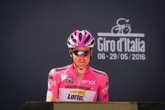 Muggià ², Włochy Maj 26, 2016; Steven Kruijswijk w różowym bydle, drużynowa loteryjka podium podpisy przed rozpoczęciem sceny, Obraz Royalty Free