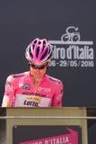Muggià ², Włochy Maj 26, 2016; Steven Kruijswijk w różowym bydle, drużynowa loteryjka podium podpisy przed rozpoczęciem sceny, Zdjęcie Royalty Free