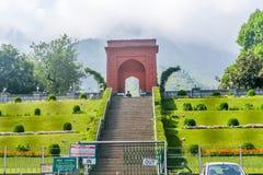 Mughal-Gärten oder Garten Srinagar, Jammu und Kashmir, Indien Nishat Bagh im Januar 2019 - Ansicht von Garteneingang einer Nishat lizenzfreies stockbild