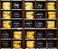 Mugshot - kubki chcieć w Bożenarodzeniowym jarmarku zdjęcia stock