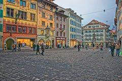 Muhlenplatz i Lucerne den gamla staden Arkivfoton