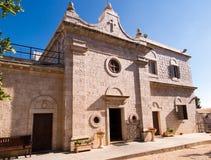 Muhraqa kloster på Mount Carmel l i stället av profeten Royaltyfri Bild