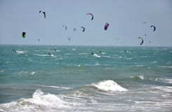 Kite surfers kite surfing at Mui Ne, Vietnam Stock Images