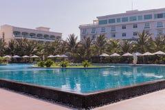 Mui Ne White Sandy Beach lyxig semesterort med pölen, Vietnam askfat Royaltyfri Foto