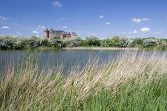 Muiderslot está ainda no castelo medieval das boas condições na Holanda norte Fotos de Stock