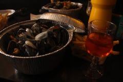 Muilezel van de het noorden de Franse Belgische stijl mussle met roze wijn Stock Foto's