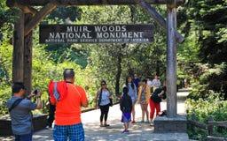 Muir森林国家历史文物入口标志 免版税库存照片
