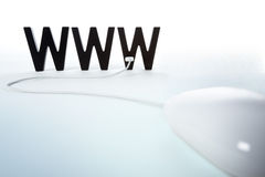 Muis die aan WWW wordt aangesloten. Stock Afbeeldingen