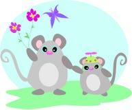 Muis en Baby met Bloem en Vlinder Stock Foto's