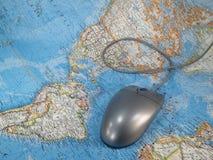 Muis op de Kaart van de Wereld Stock Afbeeldingen