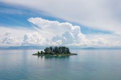 Muiseiland op wolken, Korfu Stock Afbeelding