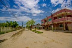 Muisne, Ισημερινός - 16 Μαρτίου 2016: Κτήρια στο κέντρο της πόλης, κεντρικός δρόμος, στην ακτή του Ισημερινού Στοκ φωτογραφίες με δικαίωμα ελεύθερης χρήσης