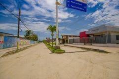 Muisne, Ecuador - 16. März 2016: Im Stadtzentrum gelegene Muisne-Stadt, kleine reizend Stadt gelegen in der ekuadorianischen Nord Lizenzfreies Stockfoto