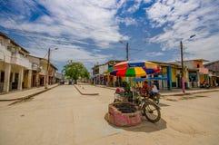 Muisne, Ecuador - 16. März 2016: Im Stadtzentrum gelegene Muisne-Stadt, kleine reizend Stadt gelegen in der ekuadorianischen Nord Stockbilder
