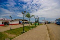 Muisne, Ecuador - 16. März 2016: Im Stadtzentrum gelegene Muisne-Stadt, Kleinstadt gelegen in der ekuadorianischen Nordküstenlini Stockfotos