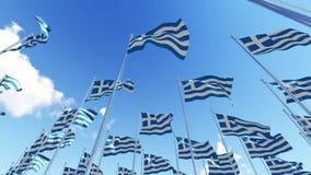 Muitas bandeiras de Grécia em mastros de bandeira contra o céu azul ilustração do vetor