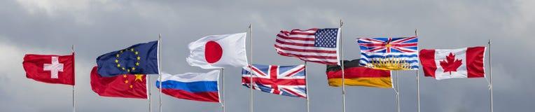 Muitas bandeiras de país no vento Imagem de Stock