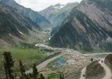 Muitas barracas no vale em Manali, Índia Imagem de Stock Royalty Free