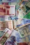 Muitas cédulas de papel dos países diferentes Imagem de Stock Royalty Free