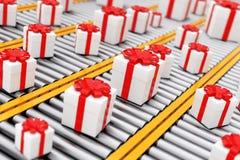 Muitas caixas de cartão brancas de Giftl com a fita sobre o rolo Conveyo ilustração royalty free