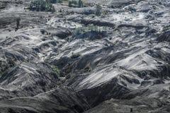 Muitas camadas de duna de areia na cratera de Bromo imagem de stock