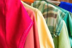 Muitas camisas coloridas Foto de Stock Royalty Free