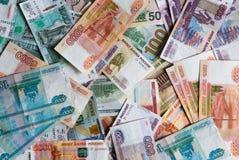 Muitas denominações monetárias de denominações diferentes Fotografia de Stock