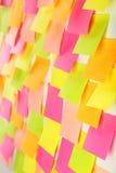 Muitas etiquetas coloridas em um fundo branco Imagem de Stock Royalty Free