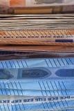 Muitas euro- contas usadas e empilhadas mal fotos de stock