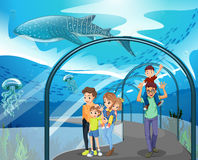 Muitas famílias que visitam o aquário ilustração stock