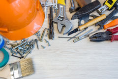 Muitas ferramentas da construção, mala de viagem da ferramenta da composição da construção, plano de trabalho, ferramentas elétri Imagens de Stock