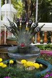 Muitas flores tradicionais da fonte de buddha da serpente das cabeças Fotos de Stock