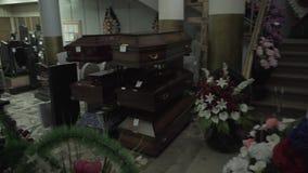 Muitas grinaldas do funeral vídeos de arquivo