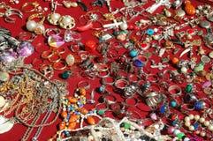 Muitas jóias da mulher extravagante Fotografia de Stock