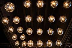Muitas lâmpadas elétricas redondas Fotos de Stock