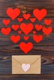 Muitas letras com amor Confissão do feriado do ` s do amante ou conceito da proposta Carta de amor de Valentine Day foto de stock