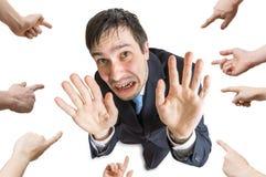 Muitas mãos estão apontando e homens forçadas culpa Isolado no fundo branco Vista da parte superior Imagens de Stock