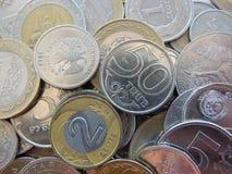 Muitas moedas de pa?ses diferentes fotos de stock royalty free